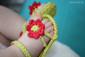 Flower Power Baby Sandals - free crochet pattern