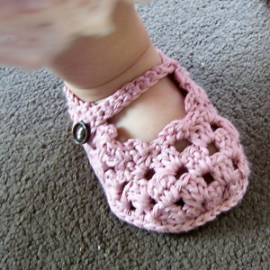 ef6686f88 Sole Lovely Mary Janes - free baby sandals crochet pattern
