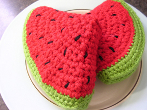 Amigurumi Watermelon Slice - Free Watermelon Crochet Patterns! Roundup on Moogly