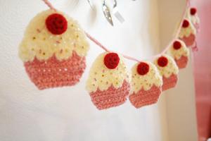 Crochet Cupcake Garland - Free Cupcake Crochet Pattern!