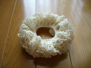 Frilly Scrunchy - crochet hair accessories, free pattern!