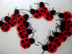 Ladybug Applique - free crochet applique pattern