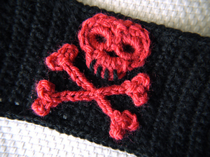 Little Skull and Crossbones - free crochet applique pattern