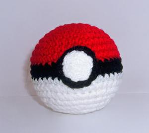 Pokeball - free crochet video game amigurumi patterns