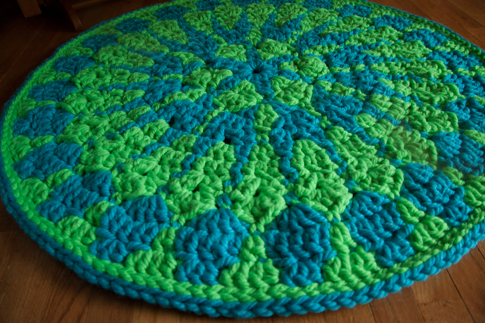 Shocking Mandala Rug - free crochet pattern using Super Bulky Red Heart Vivid!