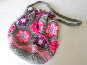 African Flower Bag - roundup of Free African Flower Motif Patterns on Moogly!