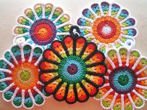 Flower Potholders - Free #Mandala #Crochet Pattern Roundup