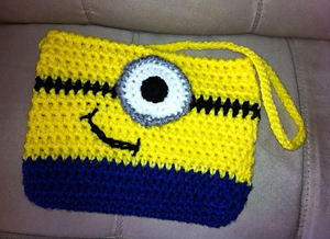 Minon Purse by Gloria Wolf - free Minons crochet patterns roundup on Moogly!