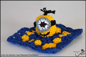 Minion Mini Snug on Mamma That Makes - free Minons crochet patterns roundup on Moogly!