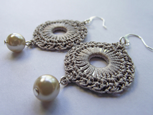 Silk Crochet Circulare Washer Earrings :: Free Crochet Thread Earrings Roundup on Moogly