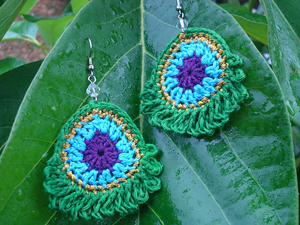 Simple Peacock Earrings :: Free Crochet Earrings Roundup on Moogly