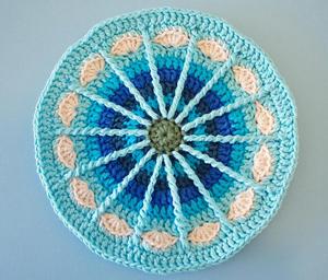 Spoke Mandala - Free #Mandala #Crochet Pattern Roundup