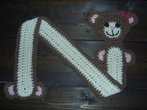 Bear Hug Children's Scarf:: Part of 10 Free Crochet Animal Scarf Patterns!