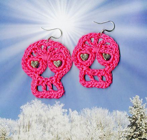 Crochet Day of the Dead Earrings :: Roundup of free #crochet #skull patterns on Moogly!