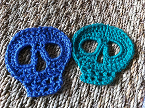 Day of the Dead Skull :: Roundup of free #crochet #skull patterns on Moogly!