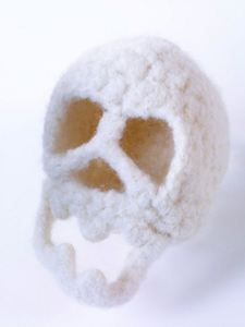Felted Skull :: Roundup of free #crochet #skull patterns on Moogly!