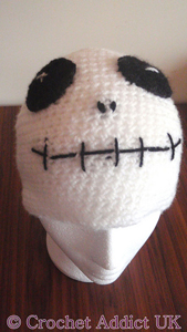 Halloween Skeleton Beanie :: Roundup of free #crochet #skull patterns on Moogly!