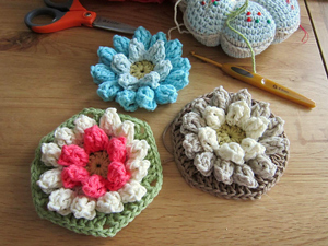 Lily Pad Hexagon :: Featured in a Roundup of Free Crochet Hexagon Patterns on Moogly!!