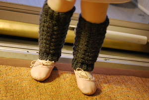 Little Girl Easy Legwarmers:: Free #crochet leg warmers patterns for kids!