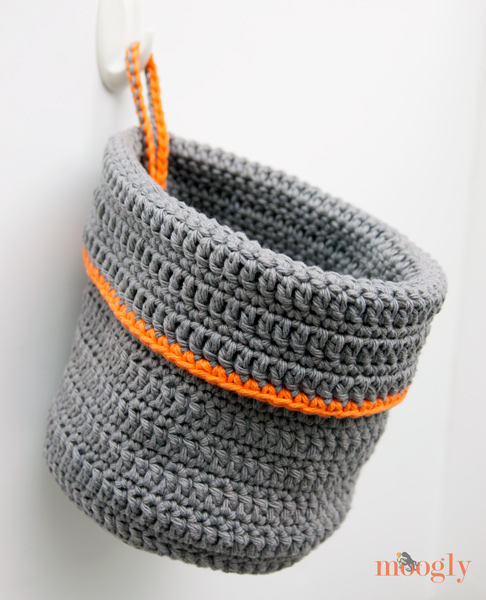 Organization Now! Get your stuff in order with this free #crochet hanging basket pattern on Moogly!