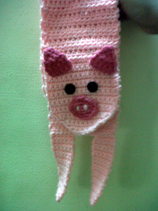 PIggy Scarf :: Part of 10 Free Crochet Animal Scarf Patterns!