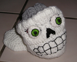 Poor Yorrick :: Roundup of free #crochet #skull patterns on Moogly!