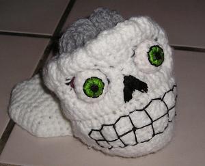 Poor Yorrick :: Roundup of free #crochet #skull patterns on Moogly!
