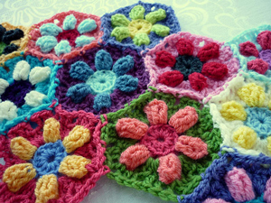 Puffed Daisy Hexagon :: Featured in a Roundup of Free Crochet Hexagon Patterns on Moogly!!