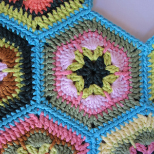 Single Crochet Join As You Go Tutorial - perfect for #crochet hexagon patterns!