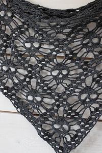Skull Shawl :: Roundup of free #crochet #skull patterns on Moogly!