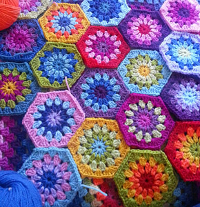 Starburst Hexagon :: Featured in a Roundup of Free Crochet Hexagon Patterns on Moogly!!