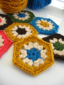Super Simple Hexagon :: Featured in a Roundup of Free Crochet Hexagon Patterns on Moogly!!