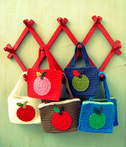 Apple Bags :: Free Crochet Apple Patterns Roundup on Moogly!