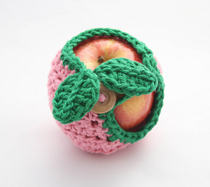 Apple Cozy :: Free Crochet Apple Patterns Roundup on Moogly!