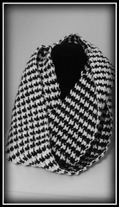 Infinity Hounds Tooth Scarf :: Free Houndstooth Crochet Patterns!