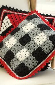 Plaid Pillow :: free plaid crochet pattern!