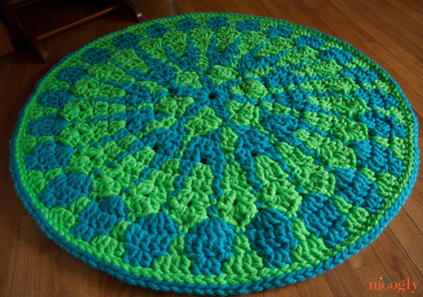 Shocking Mandala Rug :: Free #crochet pattern!