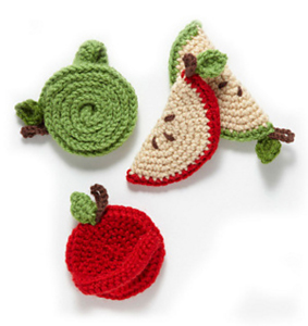 Spiral Apple Tawashi Scrubber :: Free Crochet Apple Patterns Roundup on Moogly!