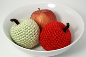 Apple Amigurumi by Planet June :: Free Crochet Apple Patterns Roundup on Moogly!