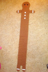 Gingerbread Boy Scarf Pattern :: Bake (or Make!) A Dozen Free #Crochet Gingerbread Patterns