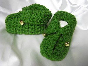 Elfin Baby Booties :: Free Holiday #Crochet Patterns for Babies!