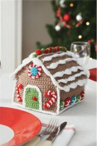 Ho Ho Gingerbread House :: Bake (or Make!) A Dozen Free #Crochet Gingerbread Patterns
