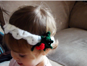 Holly and Snow Headband :: Free Holiday #Crochet Patterns for Babies!