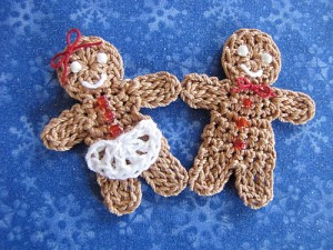 Little Gingerbread Boy and Girl :: Bake (or Make!) A Dozen Free #Crochet Gingerbread Patterns