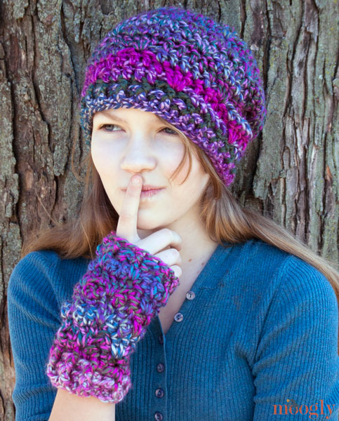 Delicioso sombrero de ganchillo Skein y mitones sin dedos (y capucha también!) - ¡Patrones de #crochet gratis!