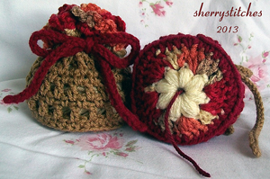 Blossom Bag Yarn Saver :: Great free #crochet gift patterns that take 100 yds of yarn or less!