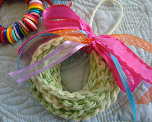 Chained Wreath Ornament :: Free #Crochet Ornament Patterns