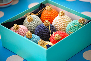 Christmas Bauble :: Free #Crochet Ornament Patterns