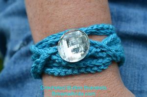 Crochet Bracelet :: Great free #crochet gift patterns that take 100 yds of yarn or less!