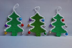 Crochet Christmas Trees :: Free #Crochet Ornament Patterns